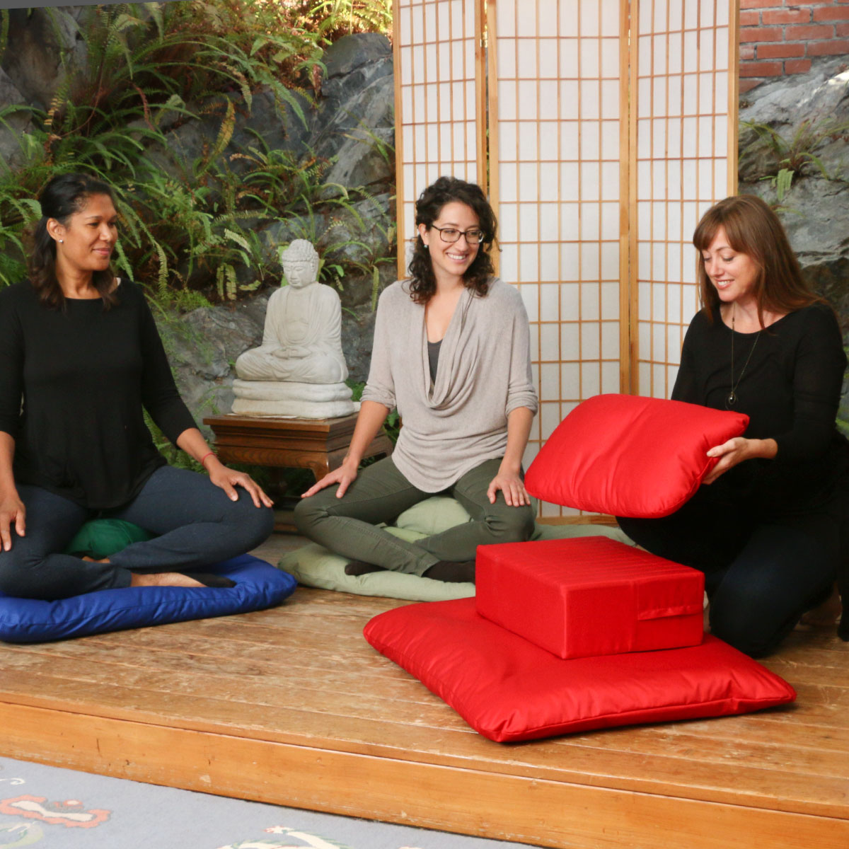 A Gomden Meditation Cushion Set with Pillow in Red is selected